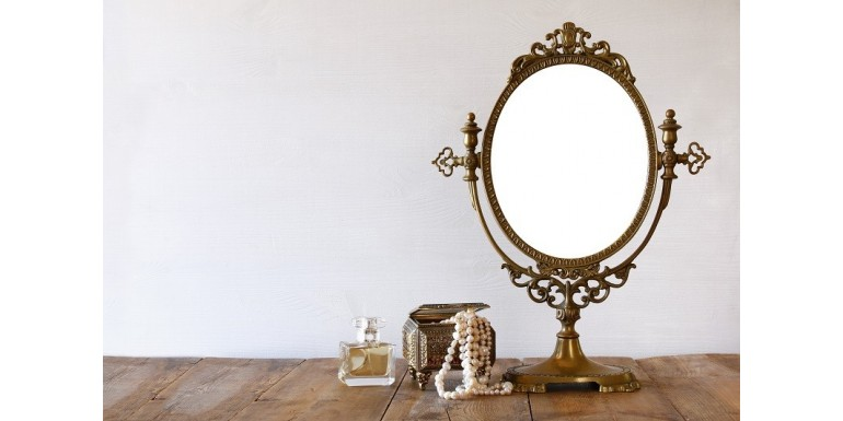 Admiră-ți reflexia în oglinzi elegante