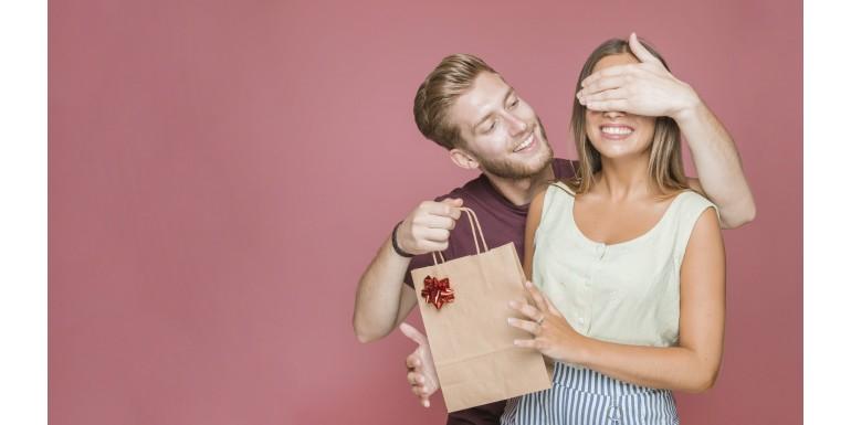 Idei de cadouri inspirate pentru femei